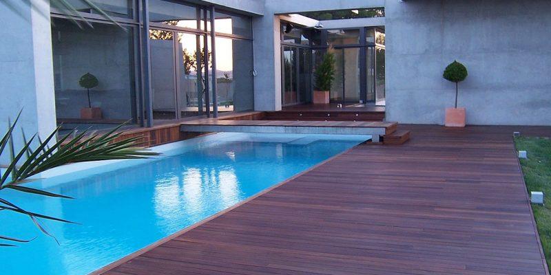 Suelos de parquet para jardin o piscina
